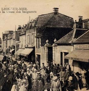 Lion-sur-Mer – sortie de la messe